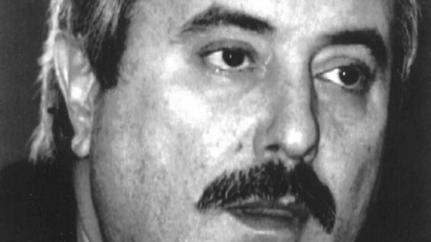 Giovanni Falcone ha deditgà sia vita al cumbat encunter la mafia ed è mort cun 53 onns.