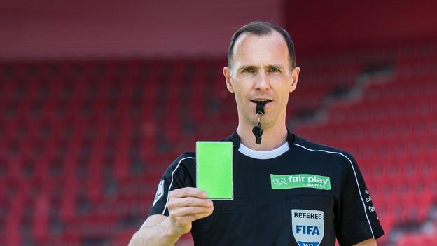 En la liga taliana Serie B han ils arbiters gia la pussaivladad da mussar la carta verda.