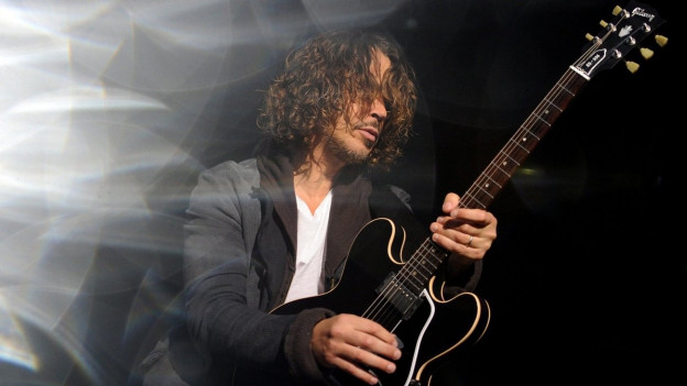Chris Cornell durant in concert