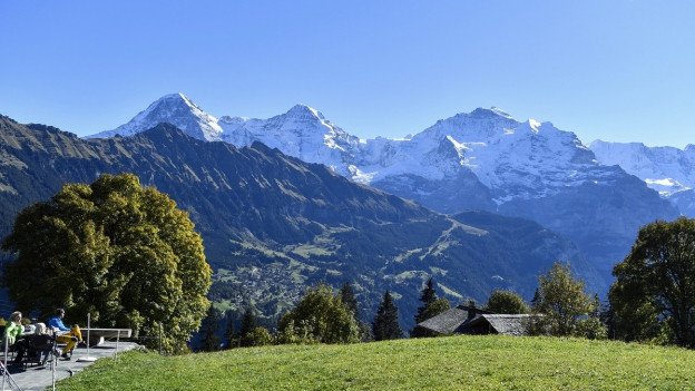 Vista sin las muntognas da las Alps Bernaisas.