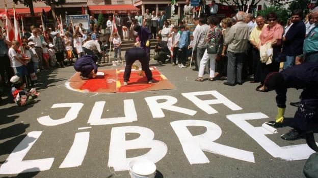 Béliers malegian l'onn 1997 la vopna dal Giura sin ina plazza a Moutier.
