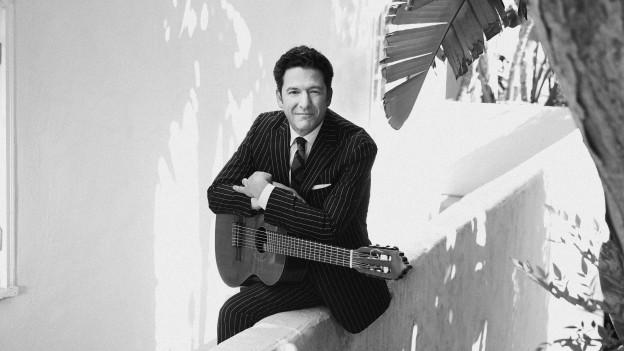 John Pizzarelli cun ghitarra