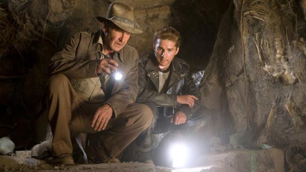 Harrison Ford cun Shia LaBeouf en il davos Indiana Jones.