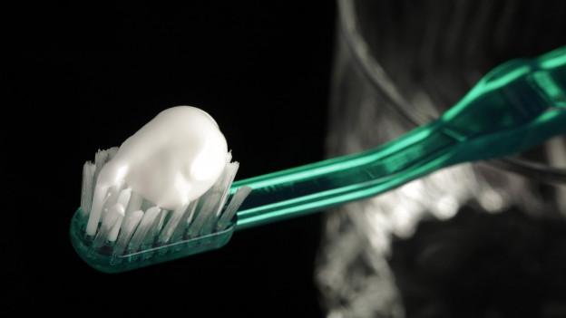 La pasta da dents in'invenziun tudestga.
