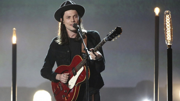 James Bay durant in concert