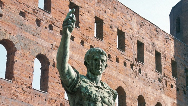 Ina statua da Caesar.