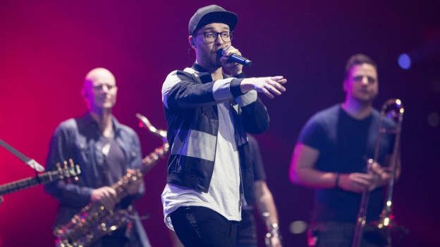 Mark Forster durant in concert