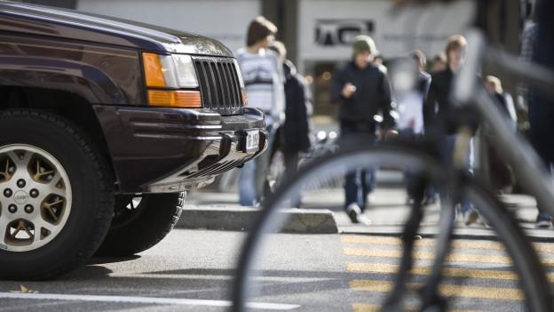 En il traffic urban s'inscuntran blers participants.