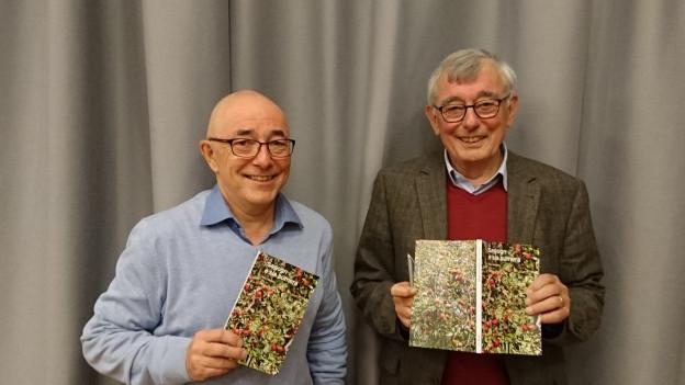 Luis Poltéra (san, Pro Sagogn) e l'autur Gion Tumaisch Deplazes.
