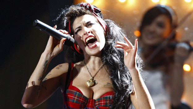 Amy Winehouse durant in concert