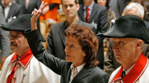 Eveline Widmer-Schlumpf tar sia saramentaziun.
