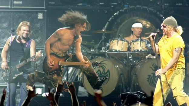 Van Halen durant in concert