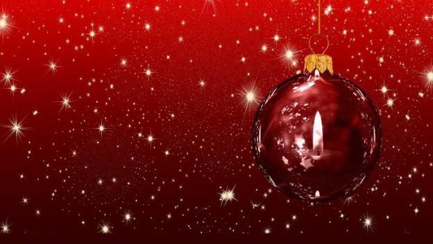Ina chandaila reflecta en ina culla da Nadal cotschna