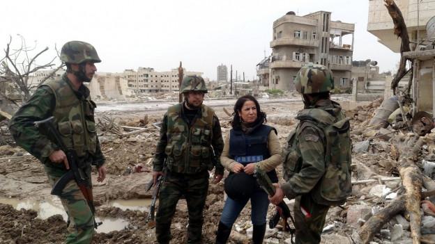 Ina schurnalista en Siria.