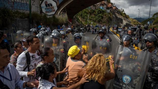 La populaziun da la Venezuela protesta mintgadi encunter la miseria