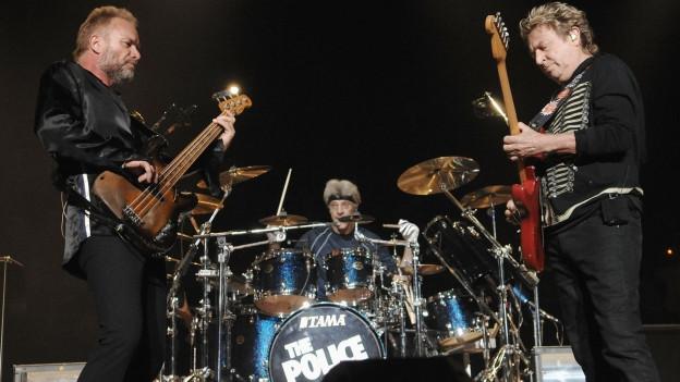 La gruppa The Police tar in concert.