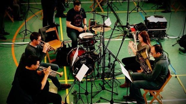 Remo Derungs e ses Quintet Sezner duront in'emprova
