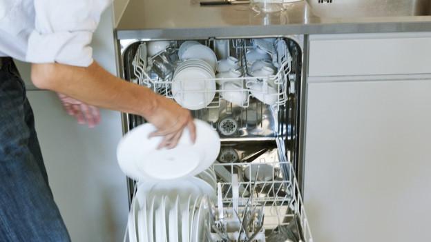 Lavar la pusada cun la maschina fa per part donns da ruina.