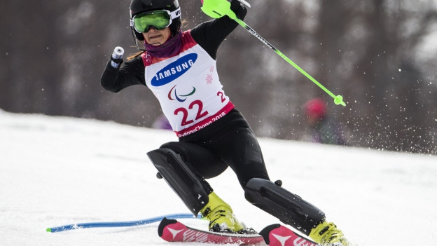L'atleta cun in bratsch amputà po sa partizipar a cursas da para ski alpin.