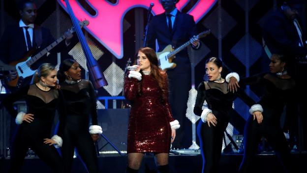 Meghan Trainor durant in concert