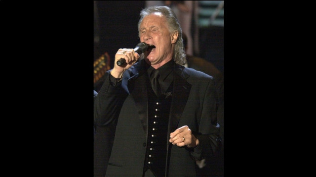 Bill Medley durant in concert