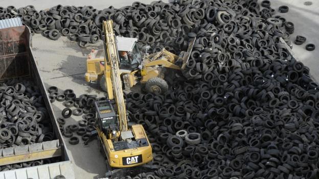 Mintg'onn vegnan dismess radund 44'000 tonnas pneus vegls en Svizra.