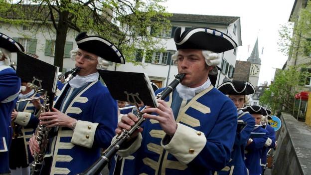 Il marsch da «Sächsilüüte» tutga tar la festa sco il Böögg.