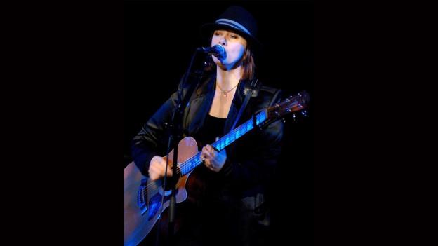 Suzanne Vega durant in concert
