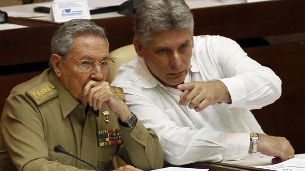 Raùl Castro ensemen cun Miguel Dìaz-Canel.