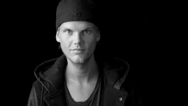 Tim Bergling alias DJ Avicii è mort surprendentamain en la vegliadetgna da 28 onns.