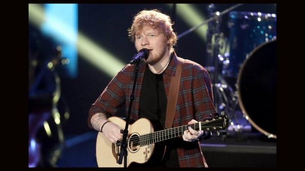 Ed Sheeran durant in concert