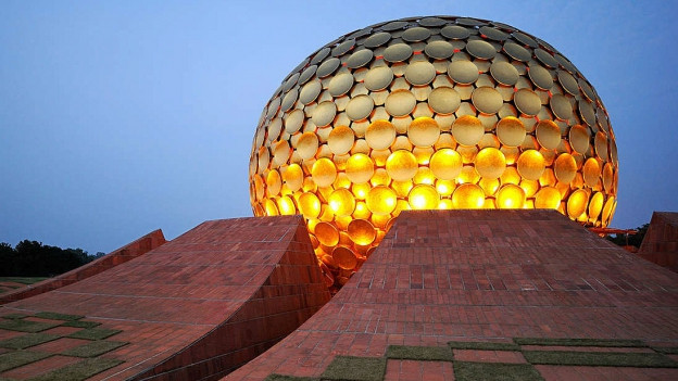Il pli spectacular bajetg ad Auroville.