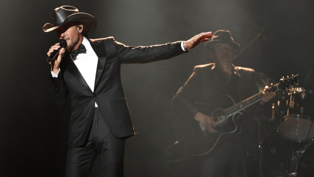 Tim McGraw durant in concert