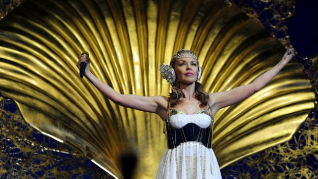 Kylie Minogue durant in concert