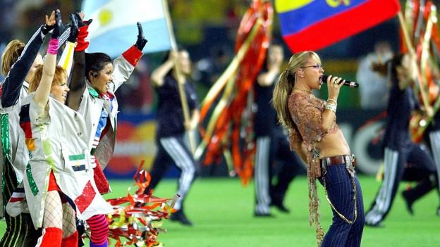 Anastacia tar l'avertura dal campiunadi mundial da ballape 2002