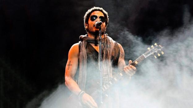 Lenny Kravitz durant in concert