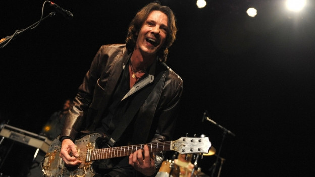Rick Springfield durant in concert