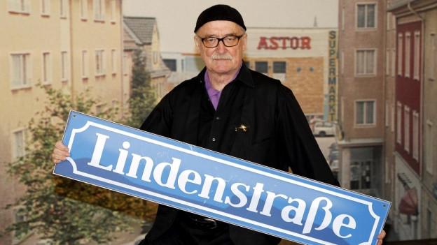 Hans W. Geissendörfer, l'inventader da la seria Lindenstrasse il 2010 tar il giubileum da 25 onns
