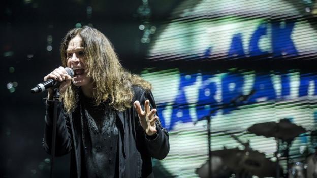 Ozzy Osbourne durant in concert