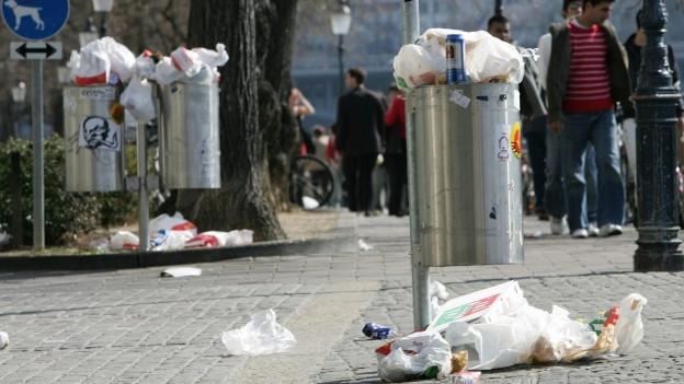 In grond problem tras ils takeaways – chanasters da rument plain emballadis da bavrondas e tschaveras.