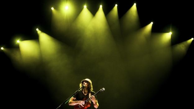 Jason Mraz durant in concert