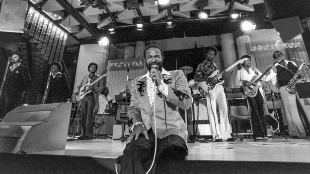 Marvin Gaye durant in concert 1980