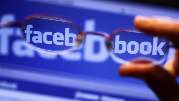 Il logo da facebook tras egliers da leger ch'engrondeschan mo tscherts bustabs.
