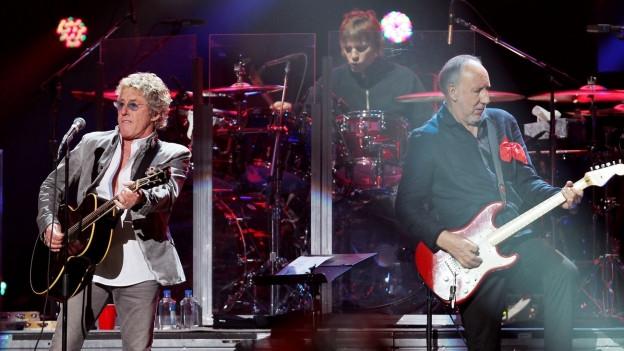 Roger Daltrey e Pete Townshend da la gruppa The Who durant in concert