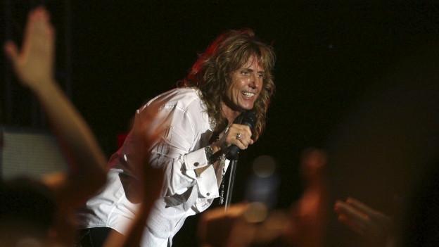 David Coverdale da la gruppa Whitesnake durant in concert