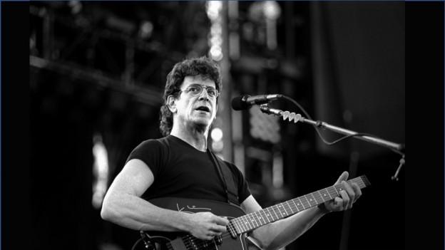 Il chantadur da Velvet Underground durant in concert
