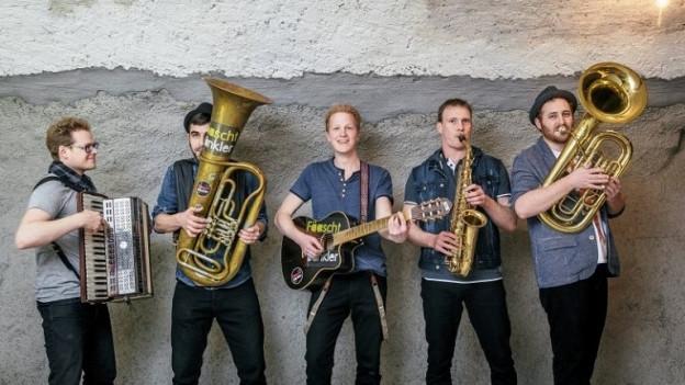 Ils 5 giuvens da Fäaeschtbänkler duront in concert