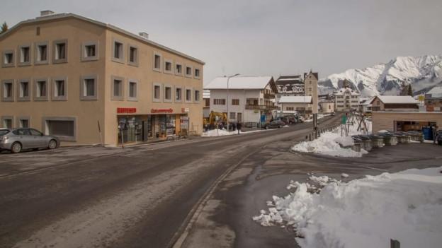 La via chantunala tras Vella.
