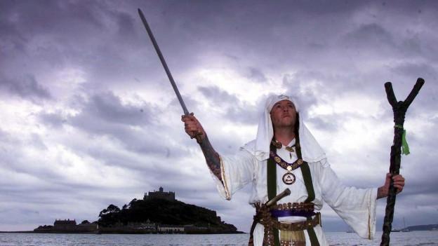 In druid modern stgatscha ils nibels al St. Michael's Mount a Cornwall en l'Enghalterra