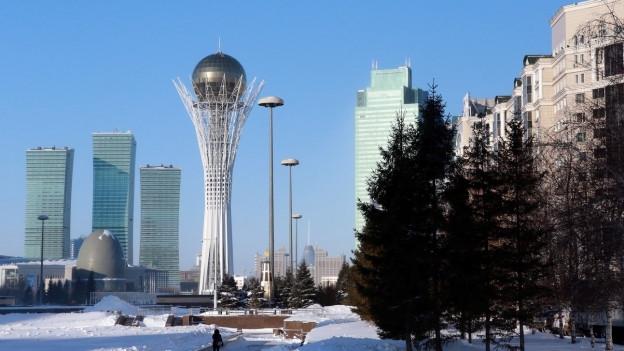 Survista sin la tur Bayterek en la chapitala dal Kasachstan.